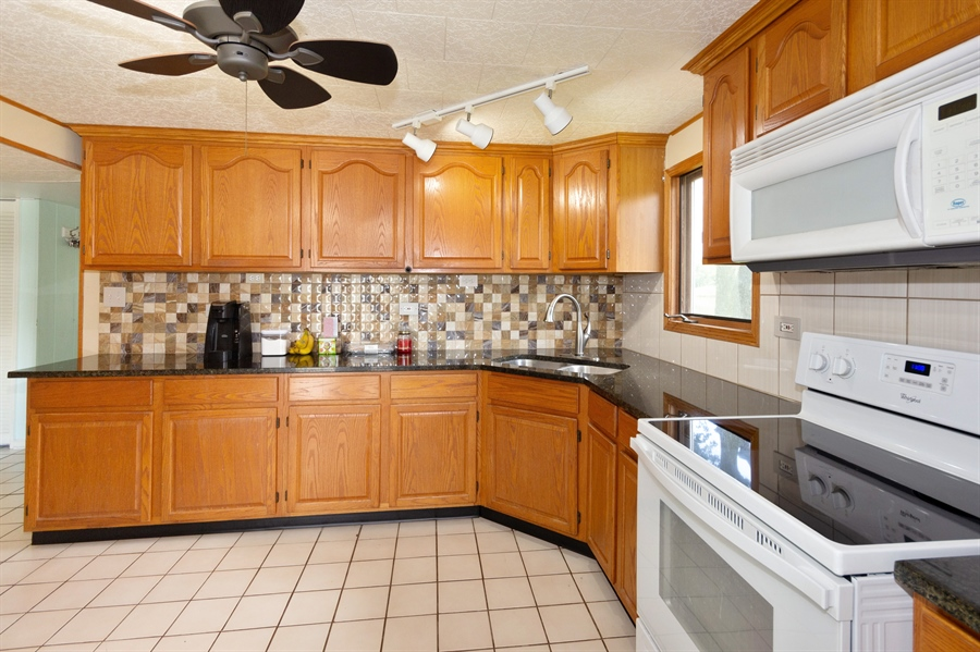 Real Estate Photography - 25764 Cottage Road, Wilmington, IL, 60481 - Kitchen
