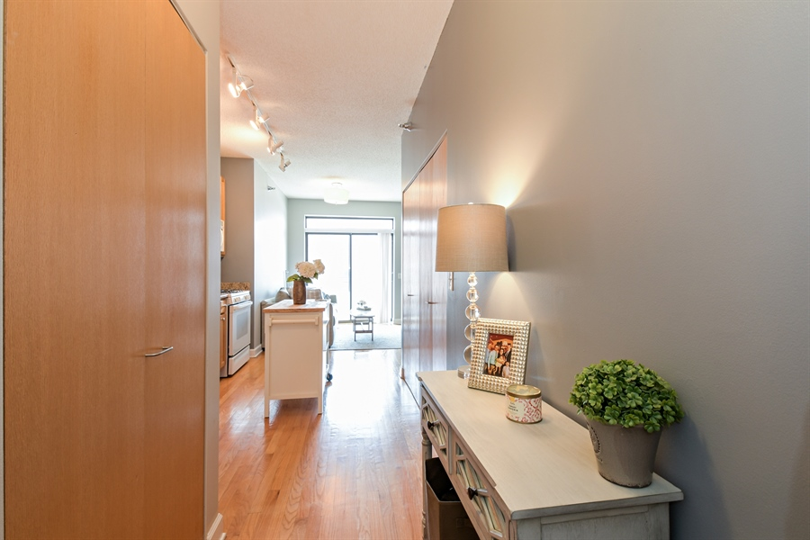 Real Estate Photography - 1529 S. STATE Street, Unit 8D, Chicago, IL, 60605 - Foyer