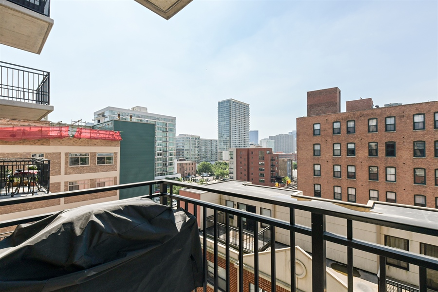 Real Estate Photography - 1529 S. STATE Street, Unit 8D, Chicago, IL, 60605 - Deck