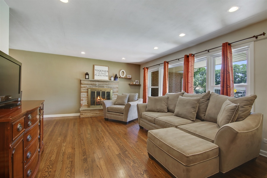 Real Estate Photography - 8 North Louis St, Mount Prospect, IL, 60056 - Living Room