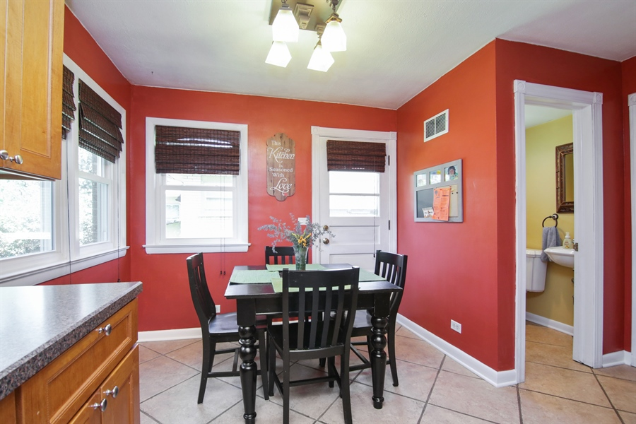 Real Estate Photography - 8 North Louis St, Mount Prospect, IL, 60056 - Breakfast Area