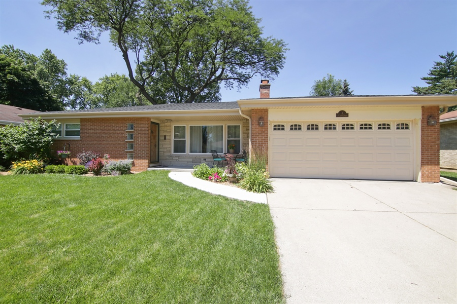 Real Estate Photography - 8 North Louis St, Mount Prospect, IL, 60056 - Front View