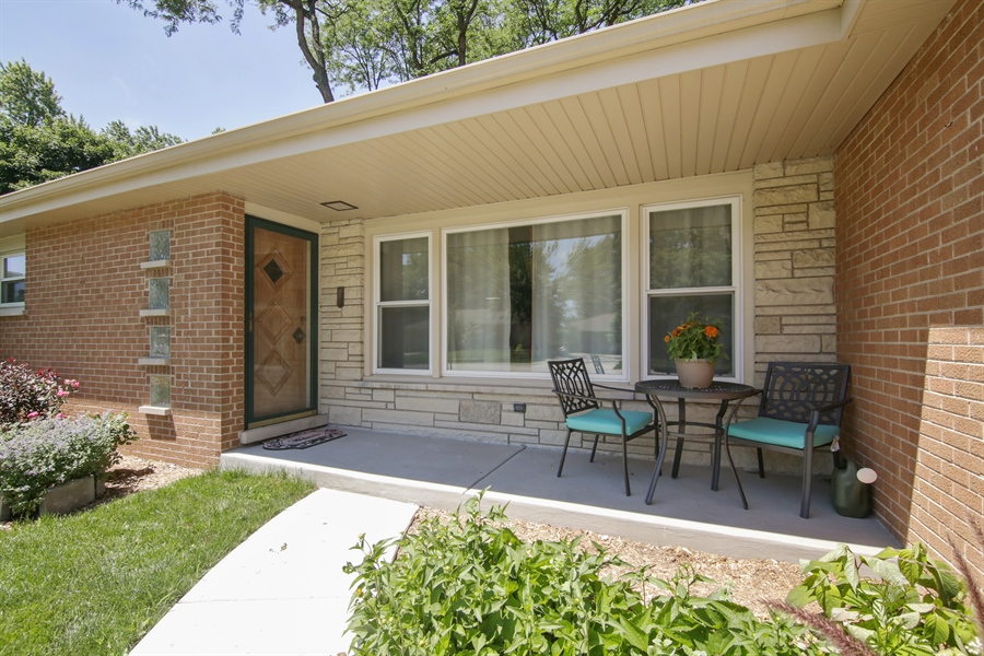 Real Estate Photography - 8 North Louis St, Mount Prospect, IL, 60056 - Entryway