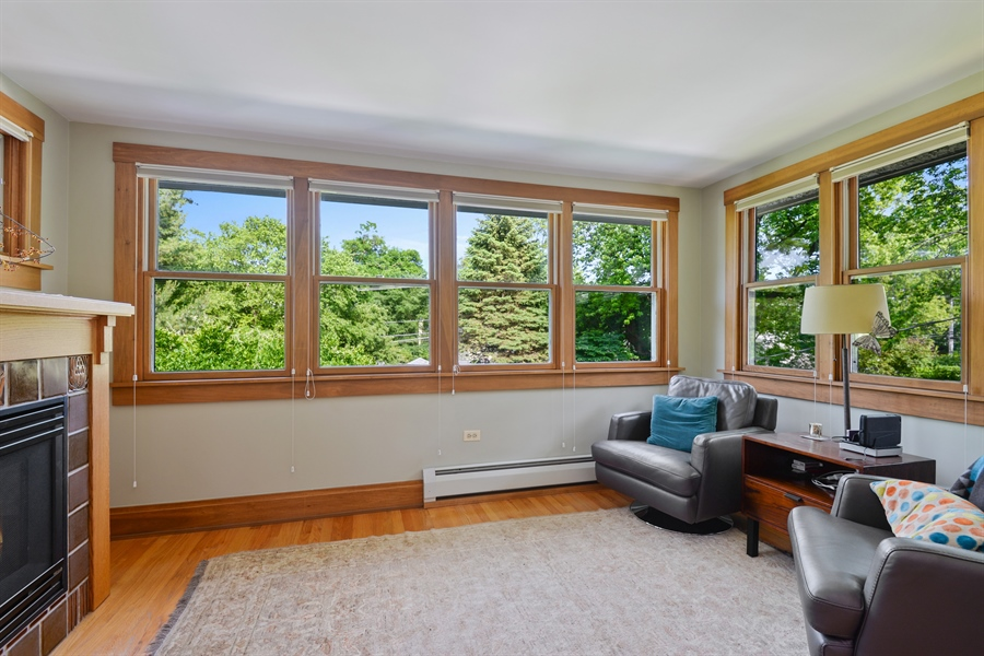 Real Estate Photography - 735 Michigan Ave, Evanston, IL, 60202 - Sitting Room