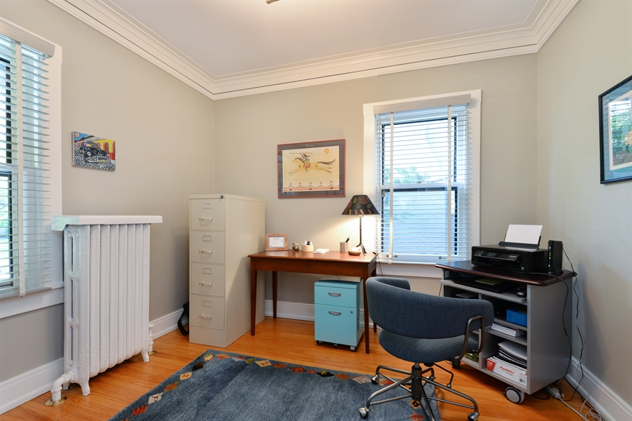 Real Estate Photography - 735 Michigan Ave, Evanston, IL, 60202 - Office