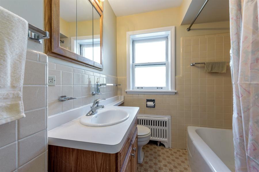 Real Estate Photography - 1406 Hinman Avenue, Unit 1N, Evanston, IL, 60201 - Bathroom