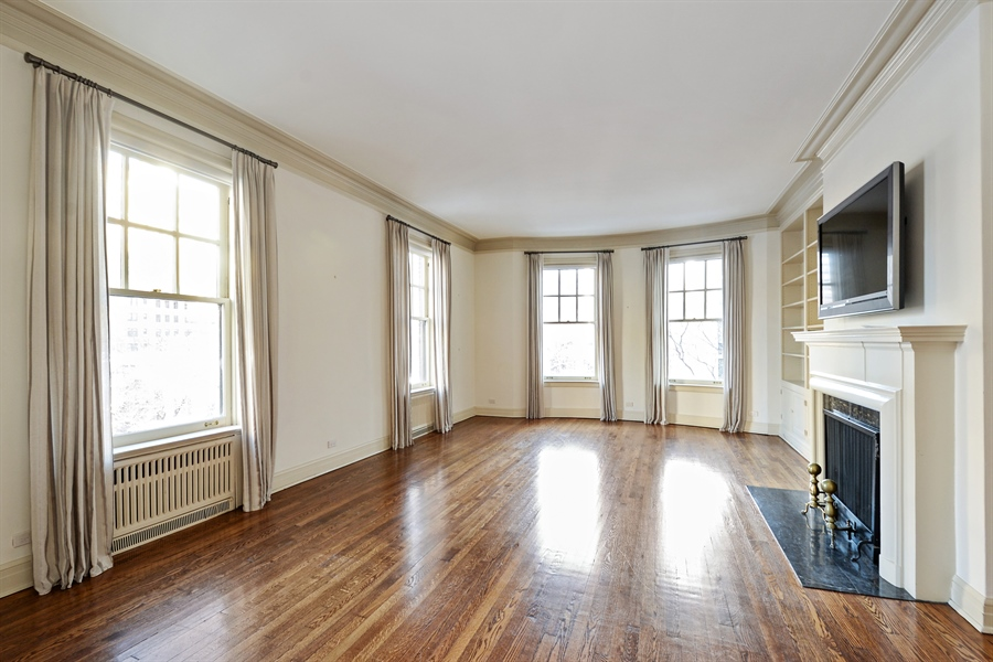 Real Estate Photography - 12 E Scott St, Unit 5, Chicago, IL, 60610 - Living Room