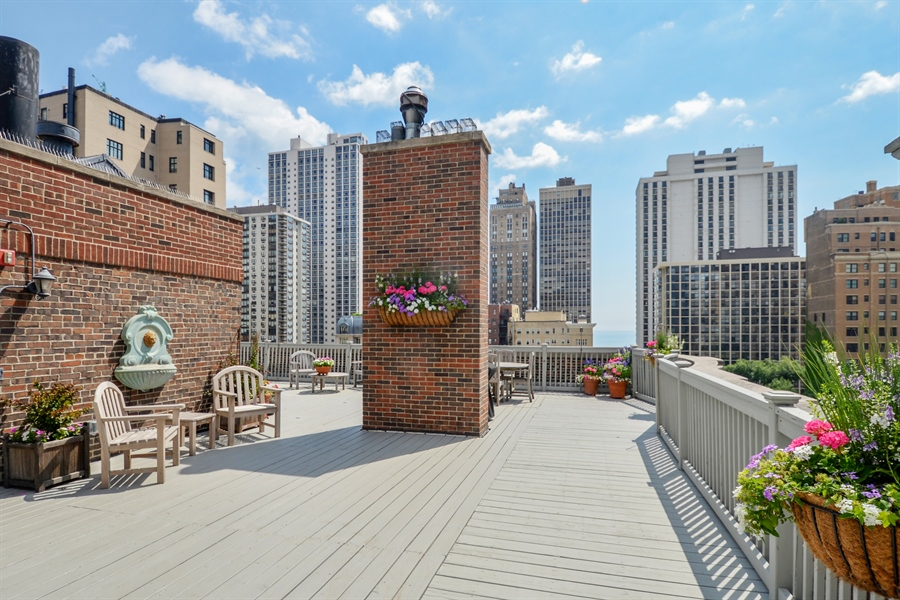 Real Estate Photography - 12 E Scott St, Unit 5, Chicago, IL, 60610 - Roofdeck East View