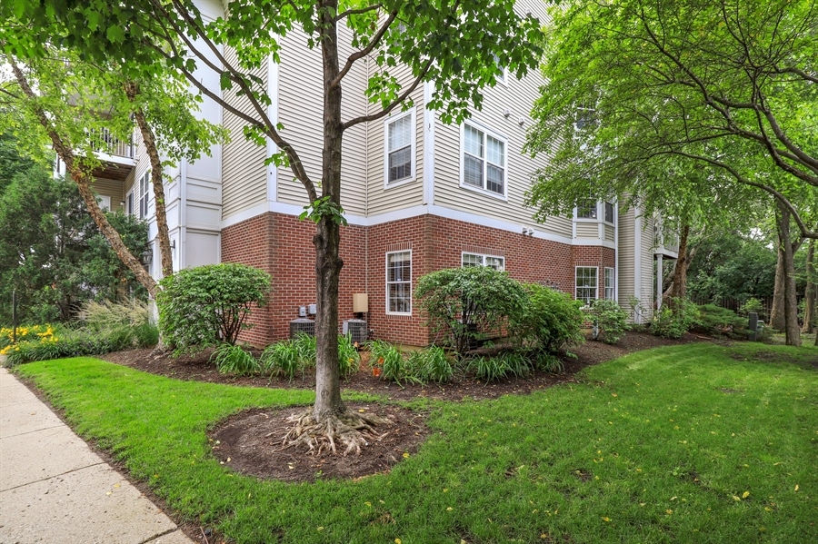 Real Estate Photography - 3243 Stratford Court, Unit 3F, Lake Bluff, IL, 60044 - Summer Photo
