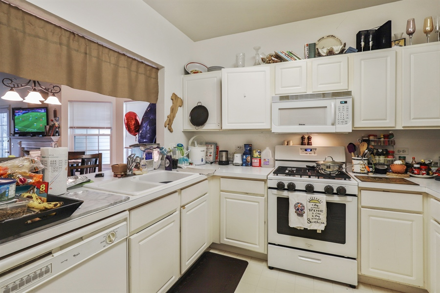 Real Estate Photography - 3243 Stratford Court, Unit 3F, Lake Bluff, IL, 60044 - Kitchen