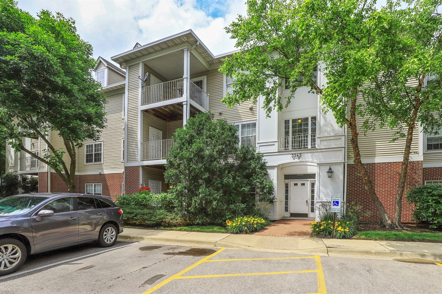 Real Estate Photography - 3243 Stratford Court, Unit 3F, Lake Bluff, IL, 60044 - Front View