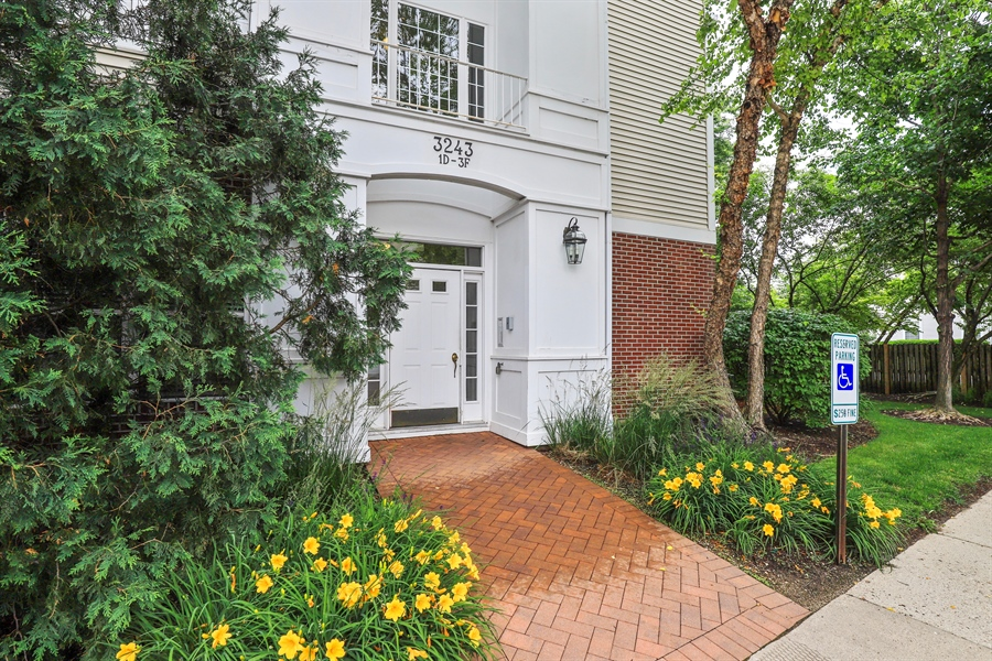 Real Estate Photography - 3243 Stratford Court, Unit 3F, Lake Bluff, IL, 60044 - Summer Photo of Entrance