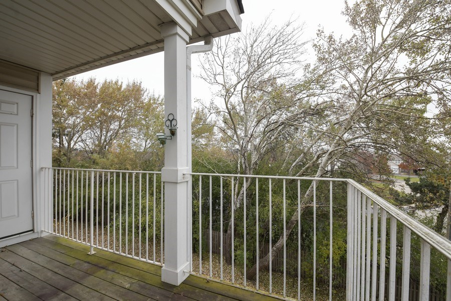 Real Estate Photography - 3243 Stratford Court, Unit 3F, Lake Bluff, IL, 60044 - Deck