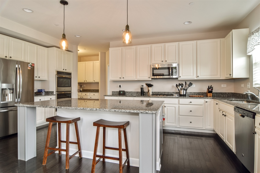 Real Estate Photography - 3575 Elsie Lane, Hoffman Estates, IL, 60192 - Kitchen
