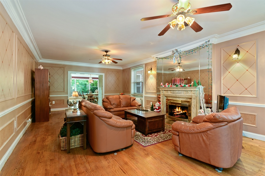 Real Estate Photography - 7463 N. Sheridan Road, Chicago, IL, 60626 - Living Room