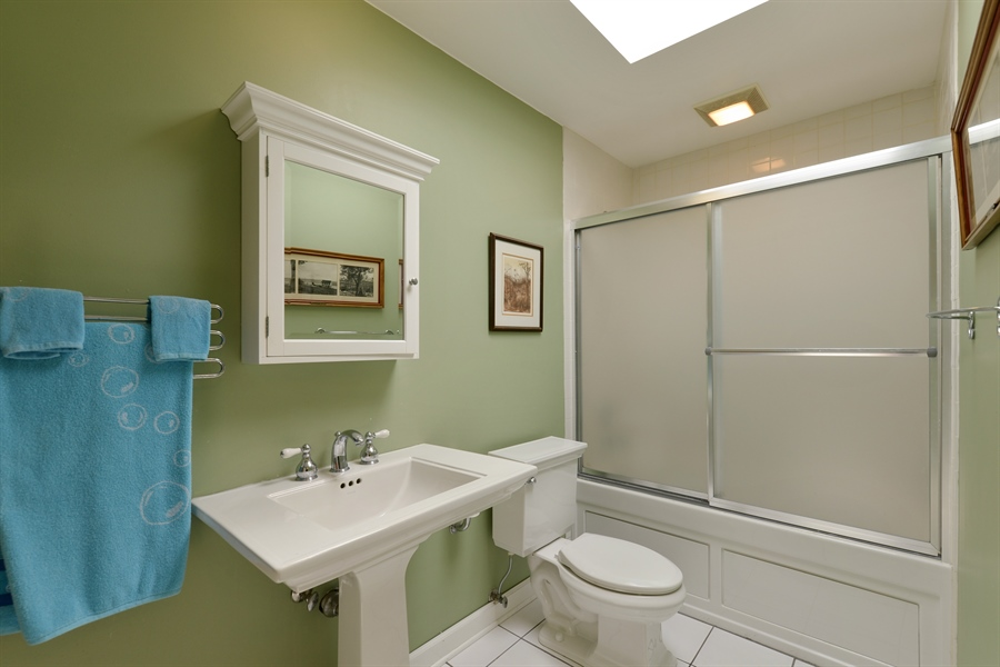 Real Estate Photography - 7463 N. Sheridan Road, Chicago, IL, 60626 - Master Bathroom