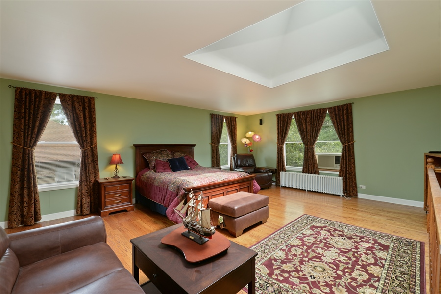Real Estate Photography - 7463 N. Sheridan Road, Chicago, IL, 60626 - Master Bedroom