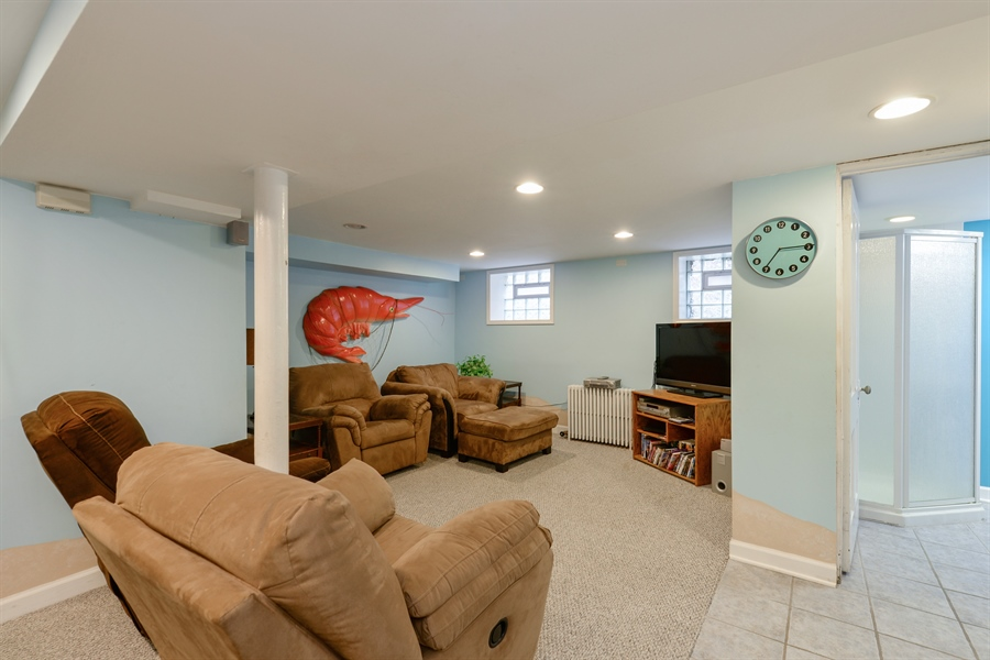 Real Estate Photography - 7463 N. Sheridan Road, Chicago, IL, 60626 - Lower Level