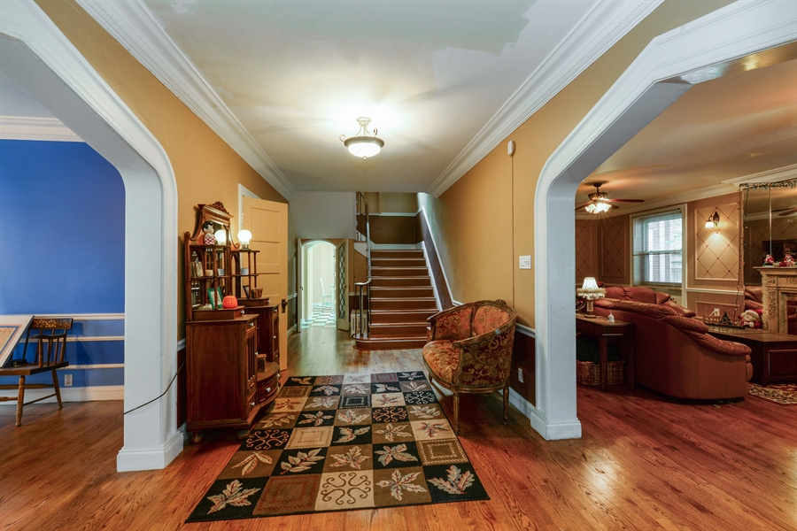 Real Estate Photography - 7463 N. Sheridan Road, Chicago, IL, 60626 - Foyer