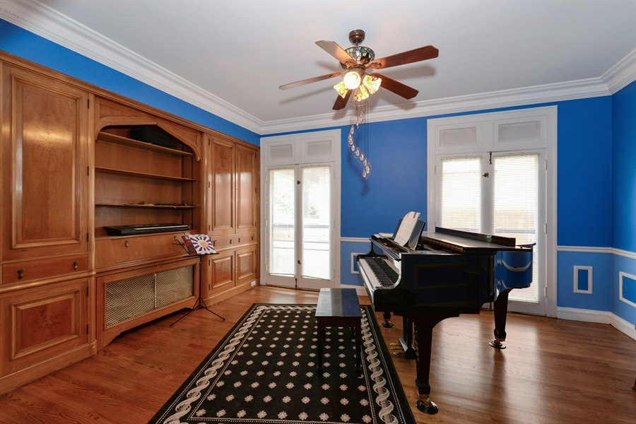 Real Estate Photography - 7463 N. Sheridan Road, Chicago, IL, 60626 - Den