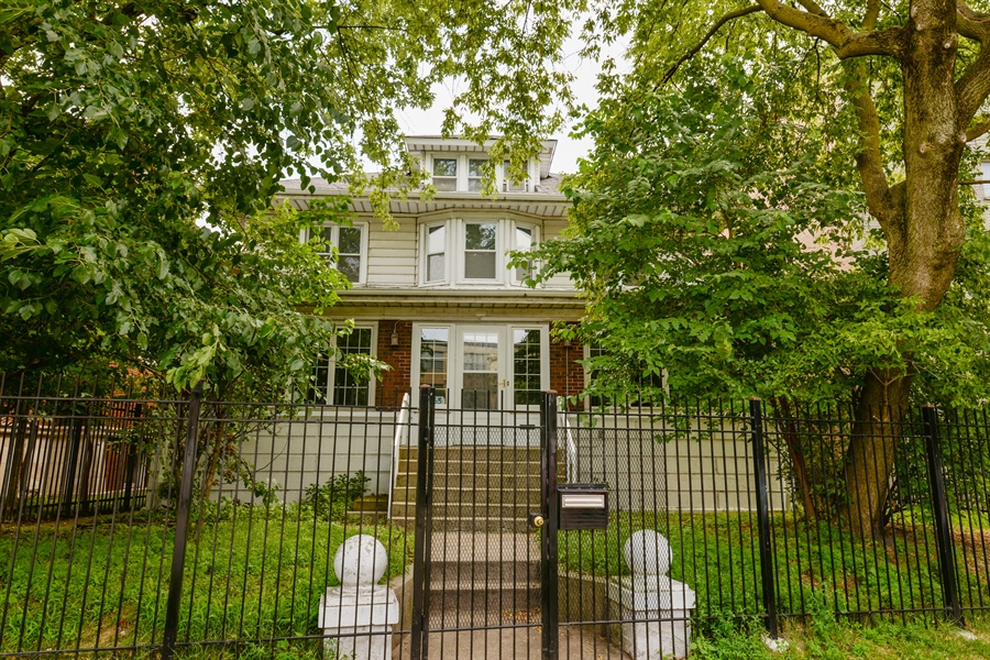 Real Estate Photography - 7463 N. Sheridan Road, Chicago, IL, 60626 - Front View