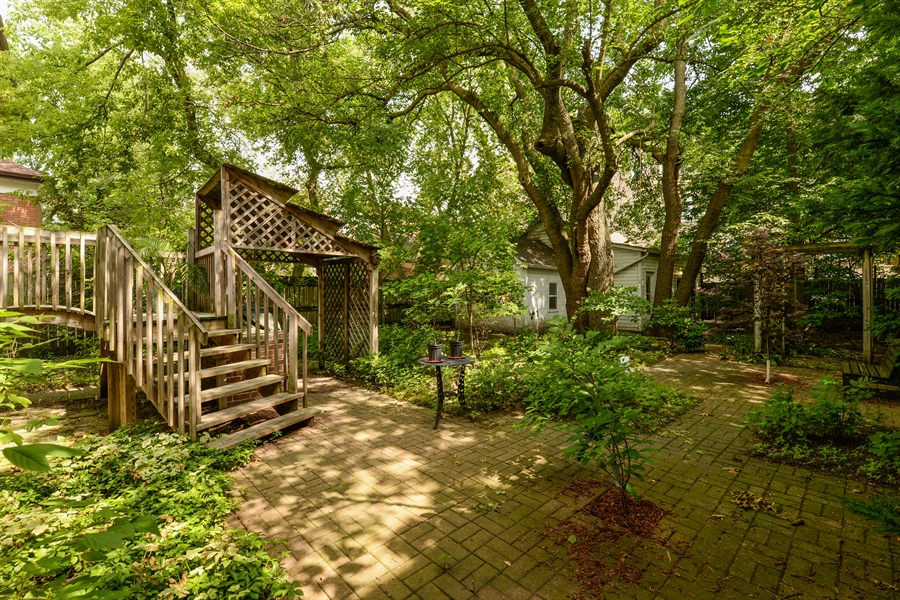 Real Estate Photography - 7463 N. Sheridan Road, Chicago, IL, 60626 - Patio