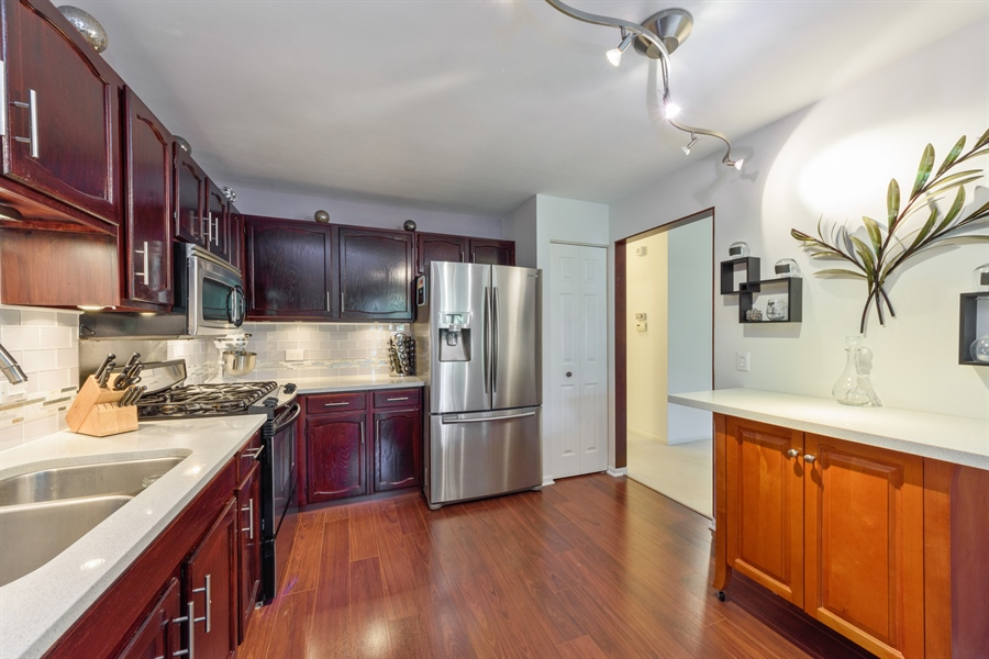 Real Estate Photography - 709 NEWGATE Lane, Unit C, Prospect Heights, IL, 60070 - Kitchen / Breakfast Room