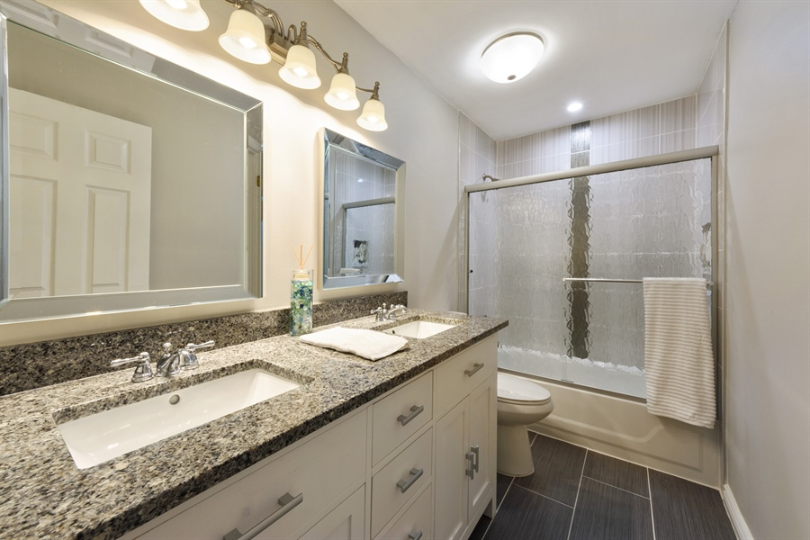 Real Estate Photography - 709 NEWGATE Lane, Unit C, Prospect Heights, IL, 60070 - 2nd Bathroom