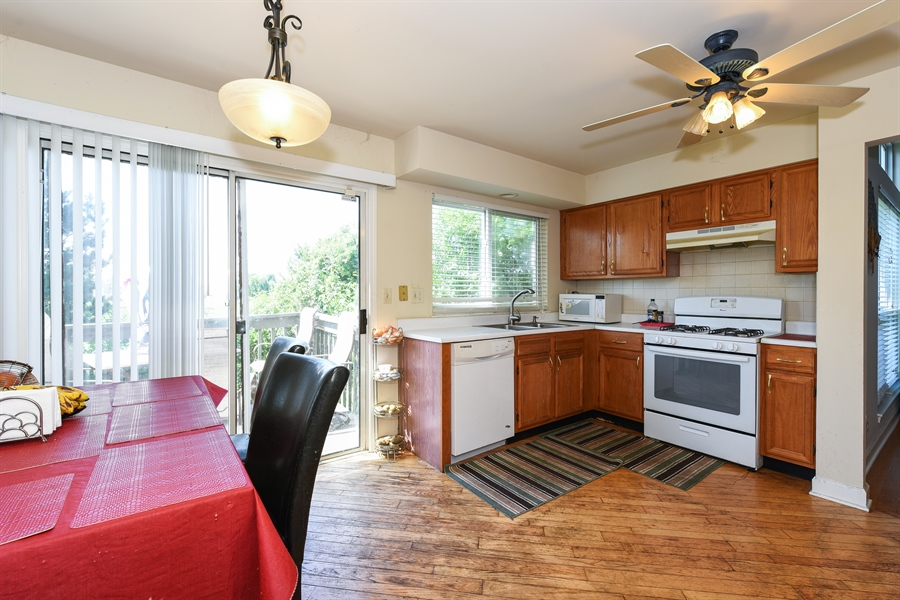 Real Estate Photography - 858 S. Castlewood Lane, Bartlett, IL, 60103 - Kitchen