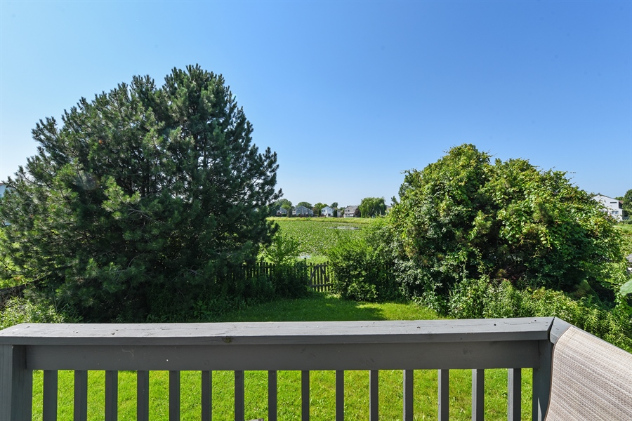 Real Estate Photography - 858 S. Castlewood Lane, Bartlett, IL, 60103 - Deck