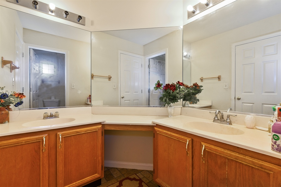 Real Estate Photography - 858 S. Castlewood Lane, Bartlett, IL, 60103 - 2nd Bathroom