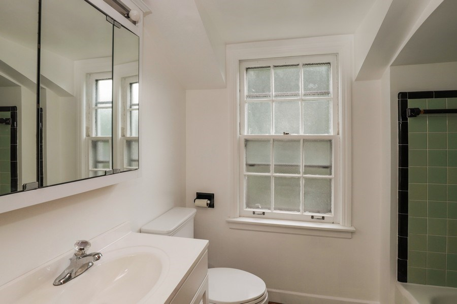 Real Estate Photography - 604 Ardmore Terrace, Libertyville, IL, 60048 - Bathroom