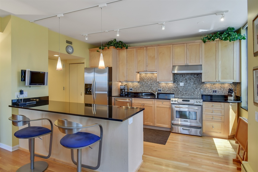 Real Estate Photography - 1000 N. Lake Shore Plaza, Unit 24C, Chicago, IL, 60611 - Kitchen