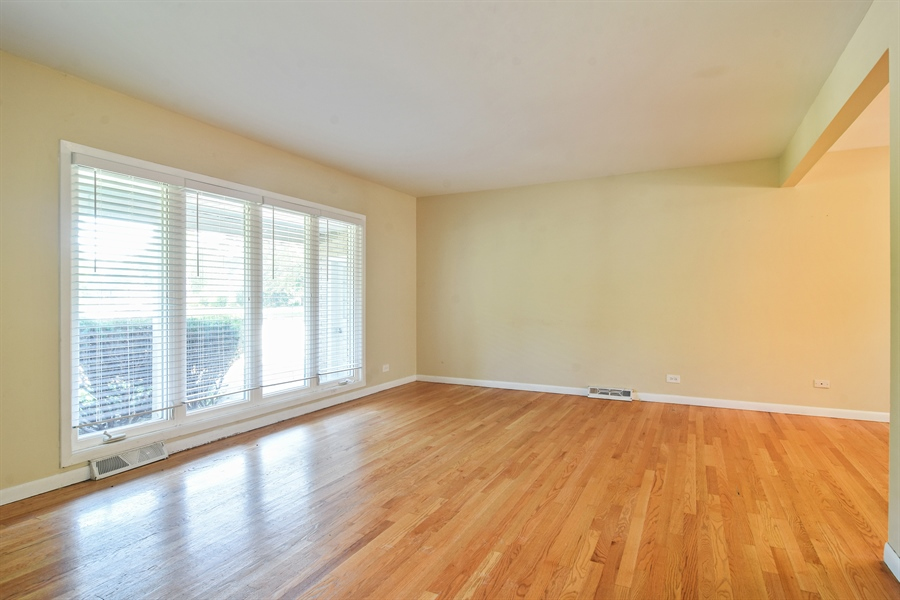 Real Estate Photography - 105 W. THOMAS Street, Arlington Heights, IL, 60004 - Living Room