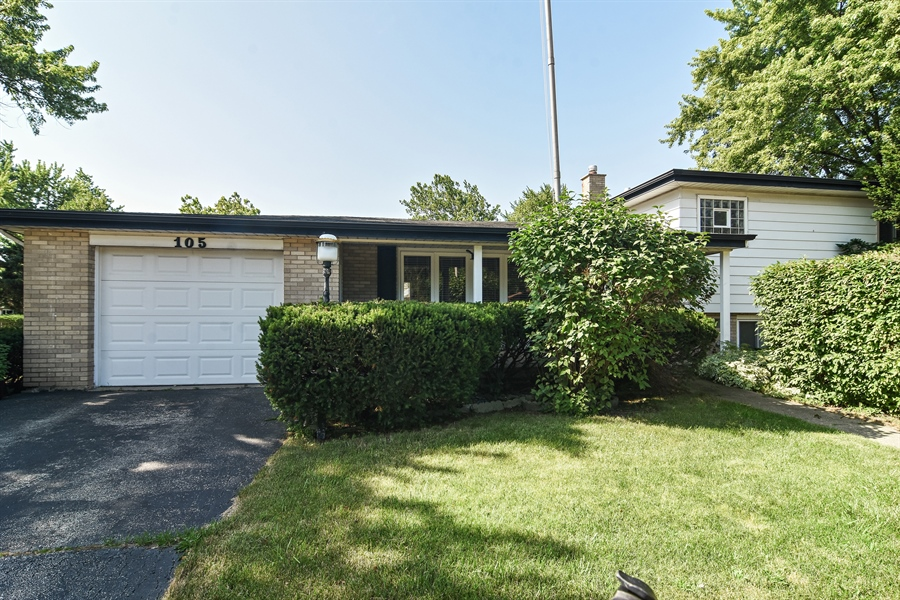 Real Estate Photography - 105 W. THOMAS Street, Arlington Heights, IL, 60004 - Front View