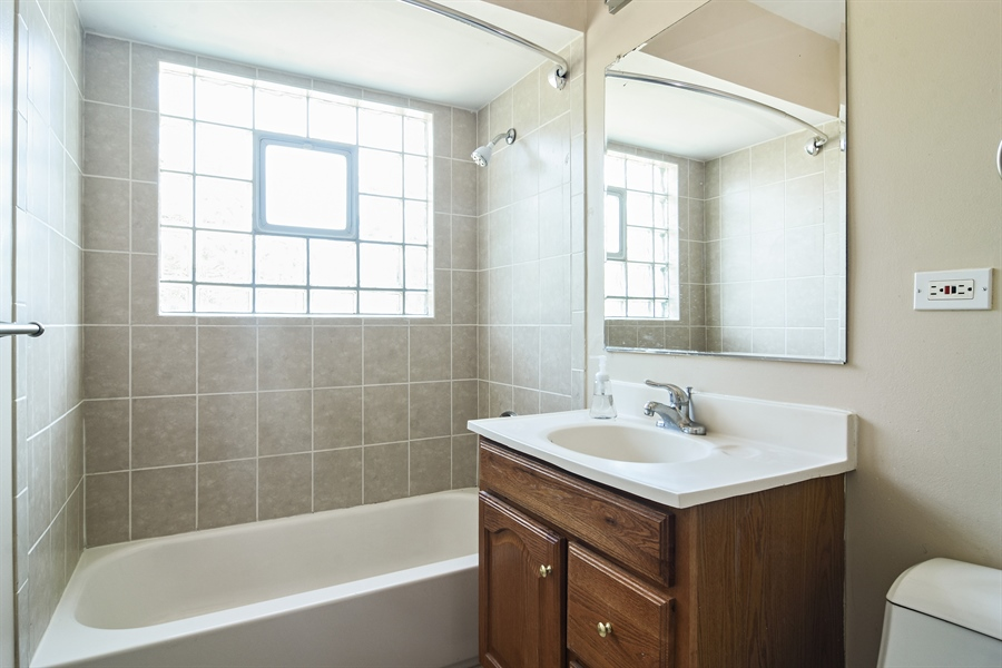 Real Estate Photography - 105 W. THOMAS Street, Arlington Heights, IL, 60004 - Bathroom