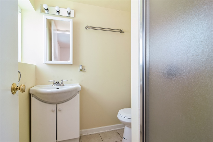 Real Estate Photography - 105 W. THOMAS Street, Arlington Heights, IL, 60004 - 2nd Bathroom