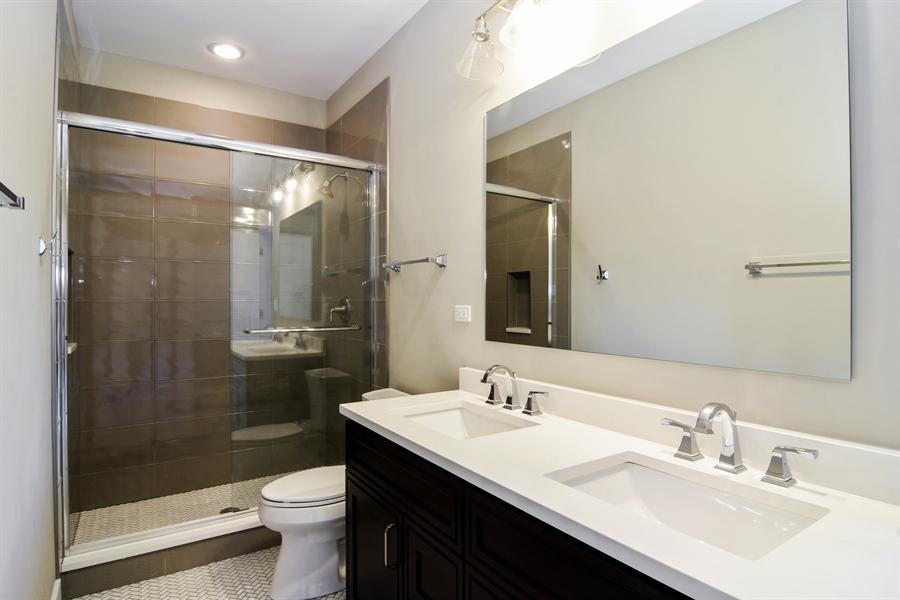 Real Estate Photography - 935 W. Ellis Street, Palatine, IL, 60067 - 3rd Bathroom