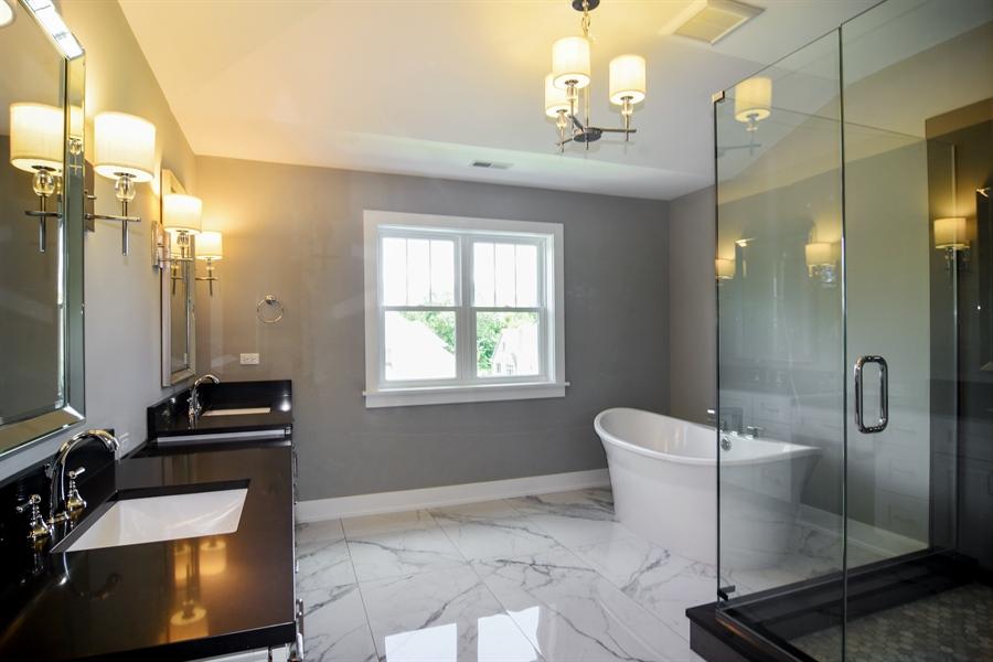 Real Estate Photography - 935 W. Ellis Street, Palatine, IL, 60067 - Master Bathroom