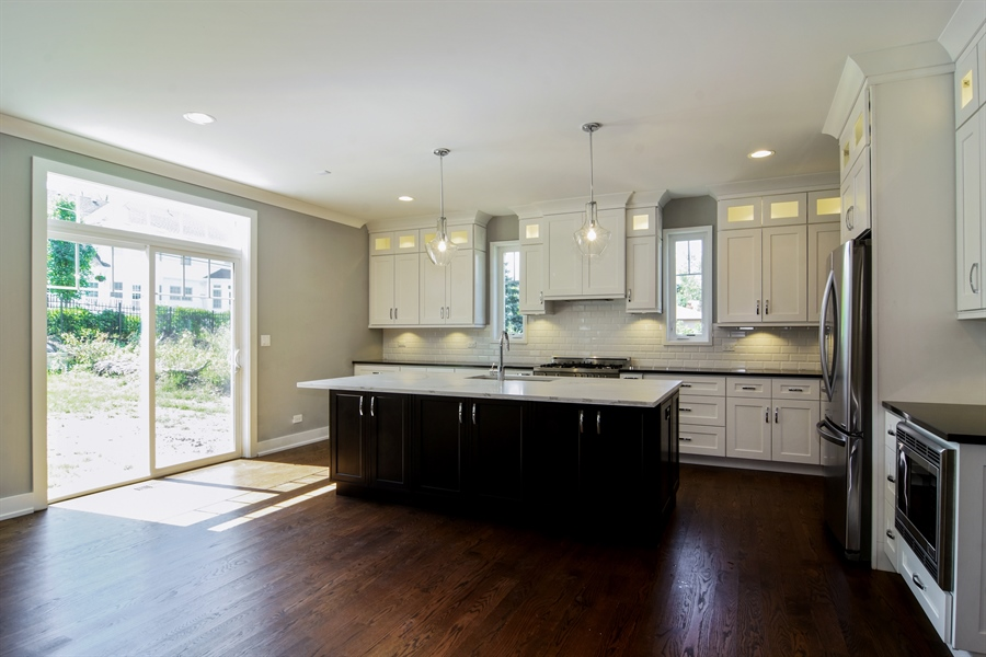 Real Estate Photography - 935 W. Ellis Street, Palatine, IL, 60067 - Kitchen