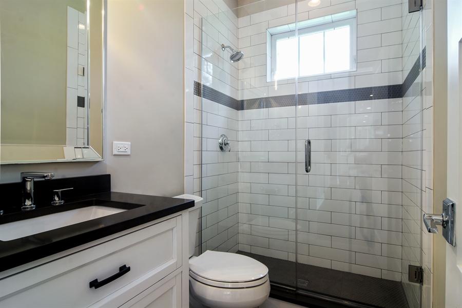 Real Estate Photography - 935 W. Ellis Street, Palatine, IL, 60067 - 2nd Bathroom