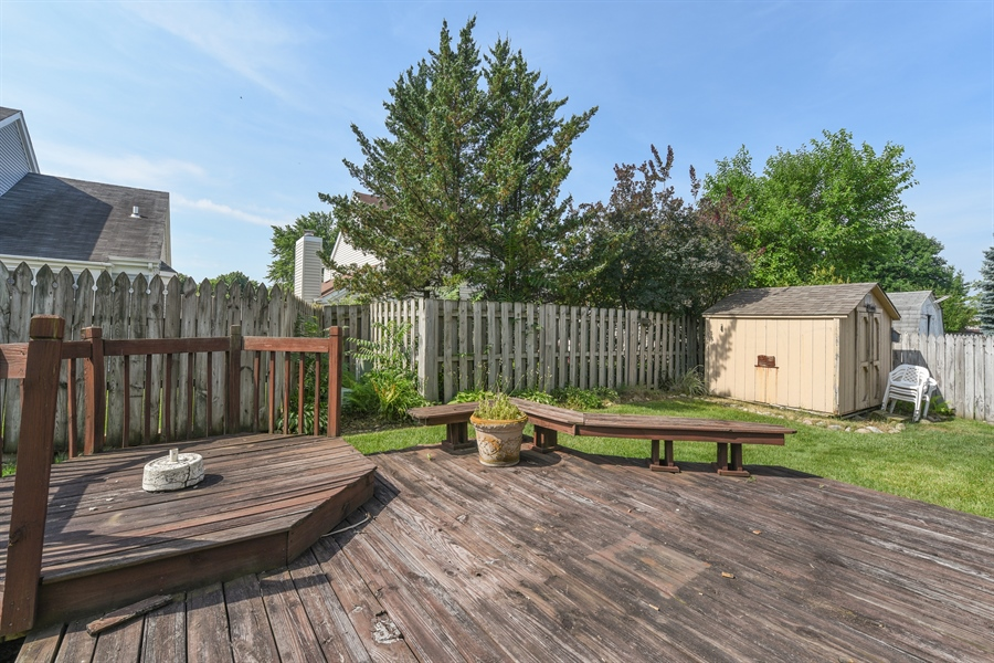 Real Estate Photography - 41 FILLMORE Lane, Streamwood, IL, 60107 - Deck