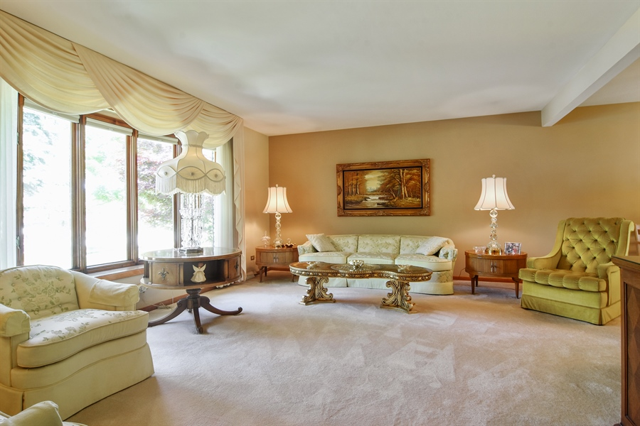 Real Estate Photography - 1813 N. Andoa Lane, Mount Prospect, IL, 60056 - Living Room