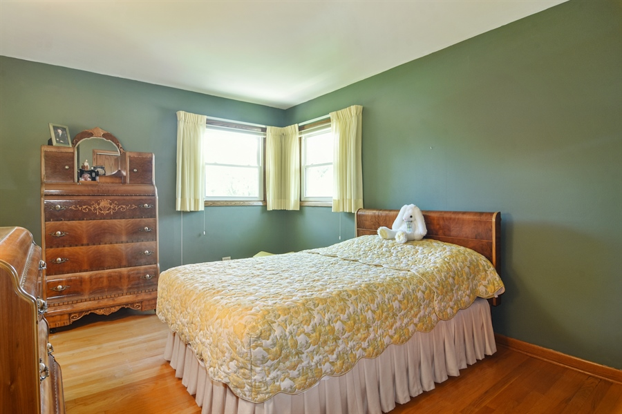 Real Estate Photography - 1813 N. Andoa Lane, Mount Prospect, IL, 60056 - 3rd Bedroom