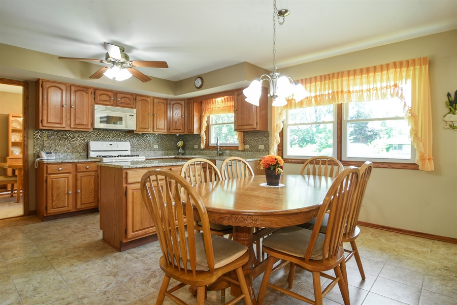 Real Estate Photography - 1813 N. Andoa Lane, Mount Prospect, IL, 60056 - Kitchen / Breakfast Room