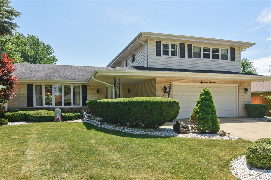 Real Estate Photography - 1813 N. Andoa Lane, Mount Prospect, IL, 60056 - Front View
