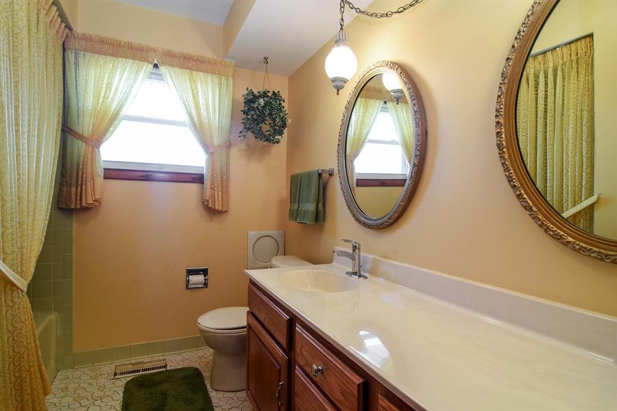 Real Estate Photography - 1813 N. Andoa Lane, Mount Prospect, IL, 60056 - Bathroom