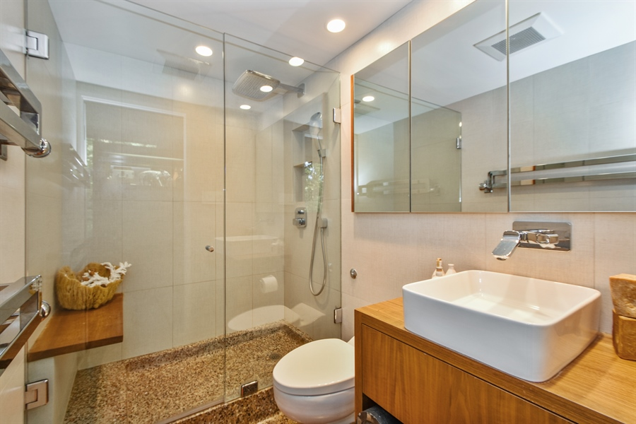 Real Estate Photography - 20841 Oak Lane Drive, Olympia Fields, IL, 60461 - Bathroom