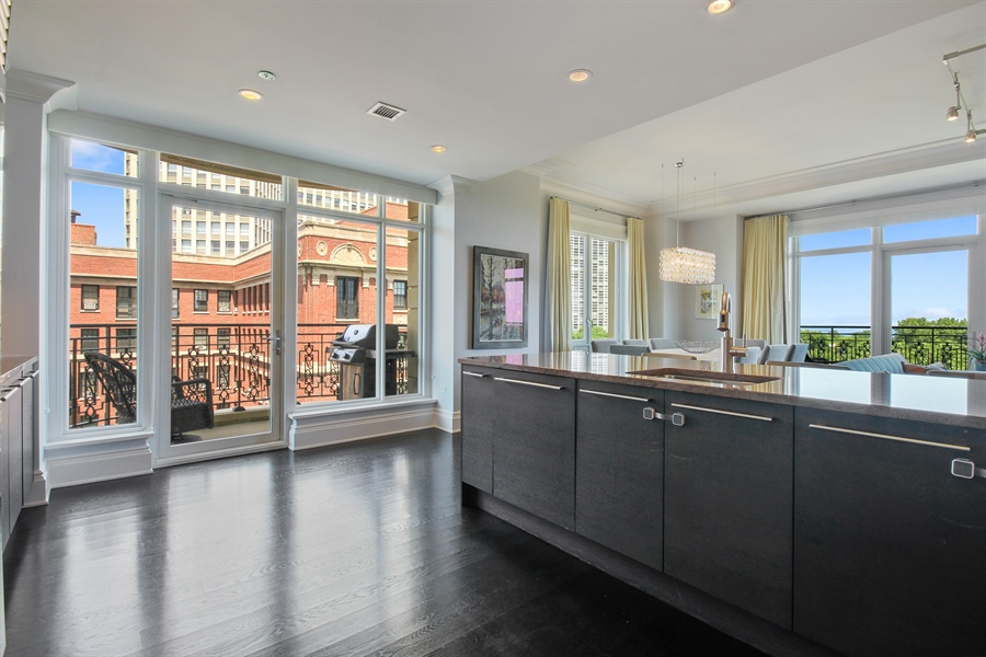 Real Estate Photography - 2550 N. Lakeview Avenue, Chicago, IL, 60614 - Kitchen