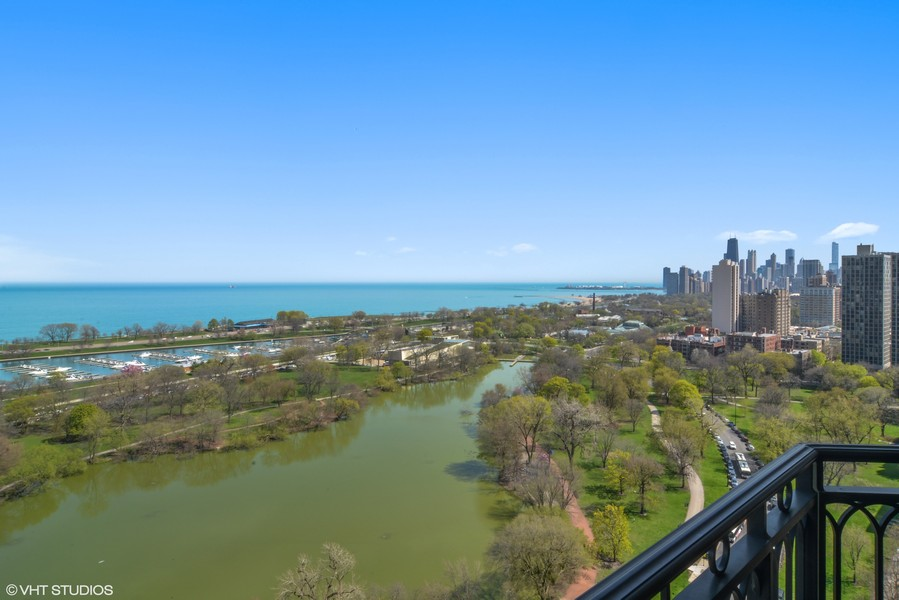 Real Estate Photography - 2550 N. Lakeview Avenue, Chicago, IL, 60614 -